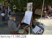 Сочи. Ривьера. Художник пишет портрет. (2009 год). Редакционное фото, фотограф nikolay uralev / Фотобанк Лори