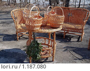 Плетеная мебель и корзинки. Стоковое фото, фотограф Алёшина Оксана / Фотобанк Лори