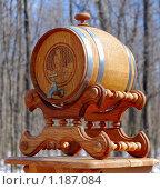 Купить «Дубовая пивная бочка на подставке», фото № 1187084, снято 5 апреля 2009 г. (c) Алёшина Оксана / Фотобанк Лори
