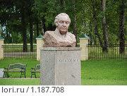 Купить «Скульптура Кутузова перед Бородинским музеем», фото № 1187708, снято 7 августа 2008 г. (c) Григорий Евсеев / Фотобанк Лори