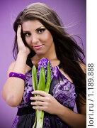 Купить «Портрет брюнетки с цветком в сиреневых тонах», фото № 1189888, снято 30 октября 2009 г. (c) Вероника Галкина / Фотобанк Лори