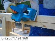 Купить «Обработка дерева электрорубанком», эксклюзивное фото № 1191960, снято 3 мая 2008 г. (c) Алёшина Оксана / Фотобанк Лори