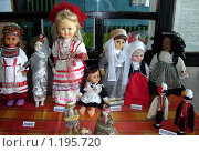 Купить «Куклы в костюмах разных стран и народов на выставке в г.Озерск, Калининградской области», фото № 1195720, снято 5 сентября 2009 г. (c) Наталья Лабуз / Фотобанк Лори
