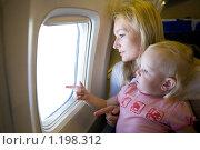 Купить «Мать с ребенком в самолете», фото № 1198312, снято 13 июля 2008 г. (c) Владимир Сурков / Фотобанк Лори
