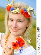 Купить «Девушка с венком из цветов», фото № 1198340, снято 23 июля 2008 г. (c) Владимир Сурков / Фотобанк Лори