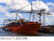 Купить «Грузовой корабль в порту», фото № 1202944, снято 12 апреля 2008 г. (c) Петр Кириллов / Фотобанк Лори