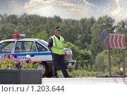 Купить «Инспектор ГИБДД», фото № 1203644, снято 10 июня 2009 г. (c) Соловьев Владимир Александрович / Фотобанк Лори