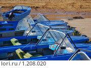 Купить «Лодки у понтона», эксклюзивное фото № 1208020, снято 7 апреля 2009 г. (c) Алёшина Оксана / Фотобанк Лори