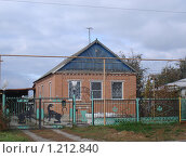 Купить «Домик в деревне с кошачьим забором», фото № 1212840, снято 11 апреля 2009 г. (c) Ольга Лерх Olga Lerkh / Фотобанк Лори