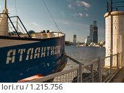 Причал на реке Москве (2008 год). Редакционное фото, фотограф Олег Абрамов / Фотобанк Лори