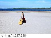 Купить «Две гитары», фото № 1217288, снято 15 июля 2007 г. (c) Катя Белякова / Фотобанк Лори