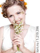 Купить «Девушка с цветами», фото № 1219396, снято 2 июня 2009 г. (c) Serg Zastavkin / Фотобанк Лори