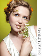Купить «Девушка с цветами», фото № 1219412, снято 2 июня 2009 г. (c) Serg Zastavkin / Фотобанк Лори