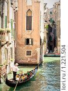 Купить «Гондола на канале в Венеции. Италия», фото № 1221504, снято 14 августа 2008 г. (c) Петр Кириллов / Фотобанк Лори