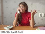 Купить «Женщина говорит по телефону, жестикулируя», фото № 1225508, снято 24 января 2019 г. (c) Типляшина Евгения / Фотобанк Лори
