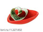 Сердце из стодолларовой банкноты в красном сердце. Стоковое фото, фотограф Елена Гришина / Фотобанк Лори