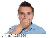 Купить «Молодой человек зажал рот рукой», фото № 1228364, снято 25 июля 2009 г. (c) Юлия Сайганова / Фотобанк Лори