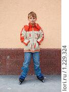 Купить «Мальчик на роликах», фото № 1229324, снято 24 сентября 2009 г. (c) Losevsky Pavel / Фотобанк Лори
