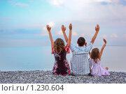 Купить «Семья у моря», фото № 1230604, снято 4 июля 2009 г. (c) Losevsky Pavel / Фотобанк Лори