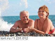 Купить «Мужчина и женщина лежат на галечном пляже», фото № 1231012, снято 6 июля 2009 г. (c) Losevsky Pavel / Фотобанк Лори