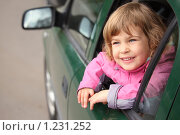 Купить «Девочка выглядывает из окна автомобиля», фото № 1231252, снято 15 мая 2009 г. (c) Losevsky Pavel / Фотобанк Лори