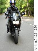 Купить «Мотоциклист едет по дороге», фото № 1231256, снято 9 сентября 2009 г. (c) Losevsky Pavel / Фотобанк Лори