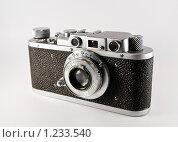 Старый фотоаппарат на светлом фоне. Стоковое фото, фотограф Ипполитов Александр / Фотобанк Лори