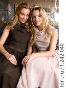Купить «Сестры Татьяна и Ольга Арнтгольц», фото № 1242040, снято 20 ноября 2008 г. (c) Elena Rostunova / Фотобанк Лори
