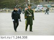 Охрана порядка на площади Тяньаньмэнь, Пекин, Китай (2009 год). Редакционное фото, фотограф Валерий Овчинников / Фотобанк Лори