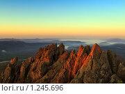 Купить «Рассвет в горах. Вид с двуглавой сопки, хребет Таганай», фото № 1245696, снято 11 мая 2009 г. (c) Андрей Брусов / Фотобанк Лори