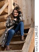 Купить «Веселая девушка сидит на ступеньках», фото № 1246012, снято 14 октября 2009 г. (c) Иванов Аркадий Николаевич / Фотобанк Лори