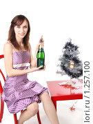 Купить «Девушка открывает бутылку шампанского вина», фото № 1257100, снято 28 ноября 2009 г. (c) Ирина Золина / Фотобанк Лори