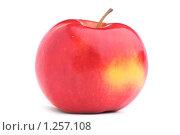 Купить «Красное яблоко на белом фоне», фото № 1257108, снято 17 мая 2009 г. (c) Денис Ларкин / Фотобанк Лори