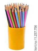 Купить «Пластиковый стакан с цветными карандашами», фото № 1257756, снято 2 ноября 2009 г. (c) Денис Ларкин / Фотобанк Лори