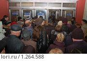Купить «Давка при входе в метро», фото № 1264588, снято 4 декабря 2009 г. (c) Владимир Горощенко / Фотобанк Лори
