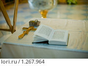 Купить «Крест и молитвенник для крещения», фото № 1267964, снято 19 июля 2009 г. (c) Филонова Ольга / Фотобанк Лори