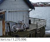 Велосипед на пристани. Норвегия. (2009 год). Стоковое фото, фотограф Зоя Степанова / Фотобанк Лори
