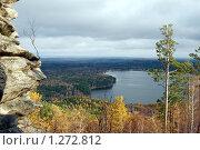 Скала, деревце и озеро. Стоковое фото, фотограф Анна Омельченко / Фотобанк Лори