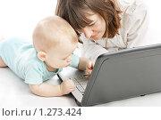 Купить «Мама с ребенком за компьютером», фото № 1273424, снято 2 ноября 2009 г. (c) Константин Тавров / Фотобанк Лори