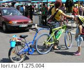 Девушка с велосипедом (2005 год). Редакционное фото, фотограф Жанна Яцук / Фотобанк Лори