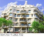 Купить «Дом Каса Мила (Casa Mila-La Pedrera) архитектора А. Гауди. Барселона, Испания», фото № 1282732, снято 19 июля 2018 г. (c) Vitas / Фотобанк Лори