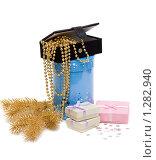 Купить «Подарочные коробки и декоративные бусы на белом фоне», фото № 1282940, снято 5 декабря 2009 г. (c) Руслан Кудрин / Фотобанк Лори
