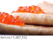 Купить «Блины, красная икра», фото № 1287312, снято 25 ноября 2009 г. (c) Олег Кугаев / Фотобанк Лори