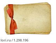 Купить «Старые листы, перевязанные красной лентой», иллюстрация № 1298196 (c) Gatteriya / Фотобанк Лори
