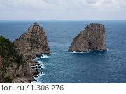 Купить «Два утеса у берега острова Капри», фото № 1306276, снято 4 октября 2008 г. (c) Андрей Емельяненко / Фотобанк Лори
