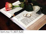 Купить «Кольца на библии», фото № 1307520, снято 9 декабря 2007 г. (c) Овсяник Анна Владимировна / Фотобанк Лори