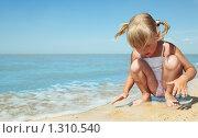 Купить «Девочка у моря», фото № 1310540, снято 20 августа 2009 г. (c) Анатолий Типляшин / Фотобанк Лори