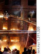 Купить «Пожарные на пожарной лестнице борются с огнем», фото № 1311320, снято 6 декабря 2009 г. (c) Татьяна Белова / Фотобанк Лори