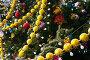 Украшение новогодней елки, фото № 1311368, снято 19 декабря 2009 г. (c) Яков Филимонов / Фотобанк Лори