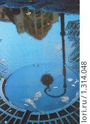 Купить «Питер. Отражение в луже», фото № 1314048, снято 18 февраля 2019 г. (c) Валерий Гаврилишин / Фотобанк Лори